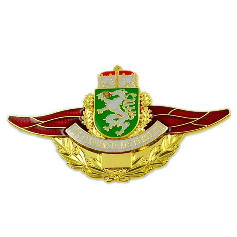 Metal Pilot Wings Pin Badge